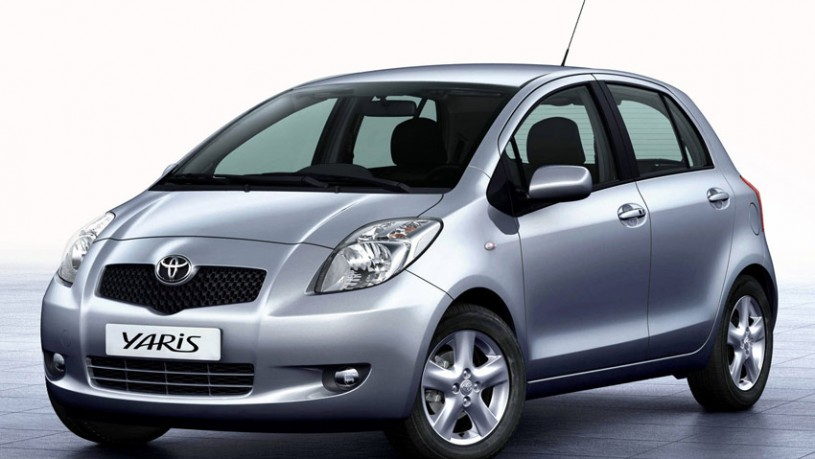 yaris-rent-a-car-syros1